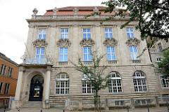 Historisches Verwaltungsgebäude, Bankgebäude in der Bahnhofstraße von Quedlinburg; ehem. Geschäftshaus der Mitteldeutschen Privatbank, erbaut 1910 im Stil des Neobarocks.
