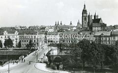 Altes Foto aus Hradec Králové / Königgrätz, Blick über die Elbe zum Weissen Turm,  Hl. Geist-Kathedrale und Rathaustürmen.