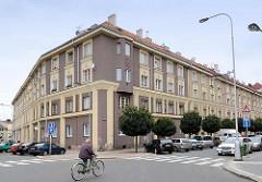 Mehrgeschossiger Wohnblock, Mietshaus - Architektur der 1930er Jahre in Hradec Králové / Königgrätz.