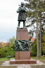 Denkmal für Kapitán Otakar Jaroš in Melnik; tschechoslowakischer Offizier, der als erster Ausländer mit dem höchsten sowjetischen Militärorden Held der Sowjetunion ausgezeichnet wurde.