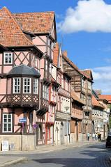 Hausfassaden in der Reichenstraße in Quedlinburg.
