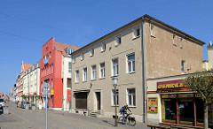 Wohn- und Geschäftshäuser in der Langen Straße von Barth.