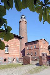 Leuchtturm Darßer Ort, Spitze der Halbinsel   Fischland-Darß-Zingst bei Prerow. Der Leuchtturm wurde als runder Bau 1847–1848 aus roten Ziegeln errichtet und am 1. Januar 1849 in Betrieb genommen.