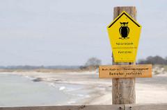 Holzzaun, Abgrenzung am Strand auf der Halbinsel Zingst - Hinweisschild Nationalpark Vorpommersche Boddenlandschaft, Kernzone - Brut-, Rast- und Überwinterungsgebiet - Betreten verboten.