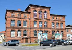Klinkergebäude - alte Schule am Holzreiterwall in Barth.