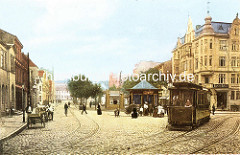 Platz Sand in Harburg - altes Motiv mit Straßenbahn und Fahrradfahrer; Handkarren am Straßenrand / Straße mit Kopfsteinpflaster.