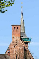 Klosterkirche vom  Sankt Klaren Kloster / Klarissenkloster Ribnitz; nach der Reformationwar die Anlage bis ins 20. Jahrhundert ein evangelisches Damenstift in der Stadt Ribnitz - jetzt Ribnitz-Damgarten. Ein Turmhelm wurde zur Restaurierung demon