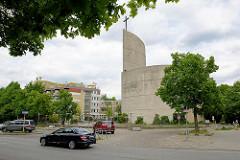 Römisch-katholische Kirche St. Maximilian Kolbe in Hamburg-Wilhelmsburg; geweiht 1974 - Architekt Jo Filke. Die denkmalgeschützte Kirche wurde 2013 profaniert / entweiht und sollte 2014 abgerissen werden  - jetzt wird das Gebäude saniert und zum