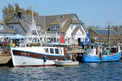 Hafen mit Fischerbooten / Fischkuttern - Vitte auf der Insel Hiddensee, Mecklenburg Vorpommern.