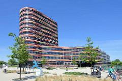 Gebäude der Hamburger Behörde für Stadtentwicklung und Umwelt (BSU) + Landesbetrieb Geoinformation und Vermessung in Hamburg Wilhelmsburg; fertiggestellt 2013 - Arbeitsgemeinschaft Sauerbruch Hutton Architekten aus Berlin und die Innius RR GmbH.
