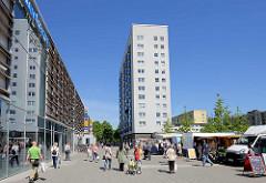Zentrum in Hamburg Wilhelmsburg - Berta Kröger Platz, benannt nach der SPD Politikerin (1891 - 1962)