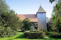 Seemannskirche in Prerow - ursprünglich 1728 als Fachwerkkirche errichtet, um 1830 zur Backsteinkirche umgebaut; Kirchturm in  Holzbauweise von 1727.