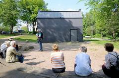Denkmal aus Anlass des 60. Jahrestages des Hamburger Feuersturms in Hamburg Rothenburgsort; Entwurf Volker Lang.