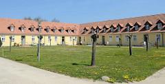 Adliges Fräuleinstift von Barth; zweiflüglige Barockanlage erbaut 1741 - Wohnungen für unverheiratete Frauen und Witwen, jetzt Seniorenwohnanlage.