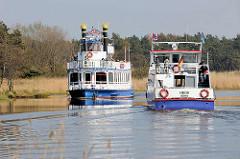 Schiffsverkehr auf dem Prerower Strom - das Fahrgastschiff Baltic Star und die MS Heidi in Fahrt.