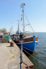 Hafenkai mit Fischerboot / Fischkutter VIT 5 - Vitte auf der Insel Hiddensee, Mecklenburg Vorpommern.