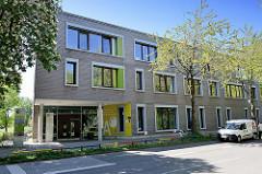 Gebäude / Eingang Bildungszentrum Tor zu Welt in Hamburg Wilhelmsburg.