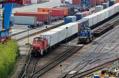 Containerbahnhof Terminal Hamburg Altenwerder; Containerzug / Güterzug mit Ladung.