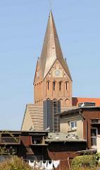 Kirchtturm der Sankt Marien Kirche in Barth; Backsteingotik im 13. Jahrhundert erbaut - frühgotische Hallenkirche.