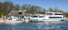 Hafenanlage von Kloster auf der Ostseeinsel Hiddensee - Fährschiff Hansestadt Stralsund, Wassertaxi.
