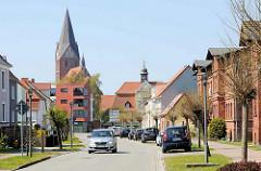 Blick zur Altstadt von Barth, lks. der Kirchturm der St. Marien Kirche, re. das Stiftgebäude / Kloster.