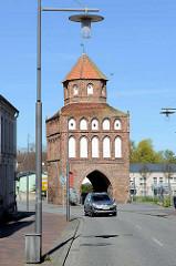 Rostocker Tor in Ribnitz-Damgarten - Stadttor; ehem. Verteidungsanlage, viergeschossiger Backsteintorturm - erbaut um 1430.