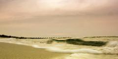 Strandszene, Wellen am Ufer der Ostsee in Zingst, Mecklenburg Vorpommern.