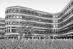 Gebäude der Hamburger Behörde für Stadtentwicklung und Umwelt (BSU) + Landesbetrieb Geoinformation und Vermessung in Hamburg Wilhelmsburg; fertiggestellt 2013 - Arbeitsgemeinschaft Sauerbruch Hutton Architekten aus Berlin und die Innius RR GmbH aus R