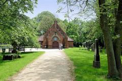 Kapelle auf dem Alten Friedhof von Hamburg Wilhelmsburg, erbaut 1902 - neogotischer Baustil; jetzt Weltkapalle als Teil vom Wilhelmsburger Inselpark und Veranstaltungsort.