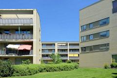 Siedlung am Althagener Weg in Hamburg Rahlstedt - Architektur der 1960er Jahre; Neugestaltung / Sanierung durch die Springer Architekten, gemeinsam mit Georg von Gayl Landschaftsarchitektur.