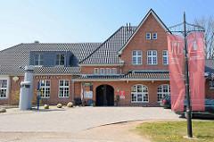 Ehem. Bahnhof der Darßbahn in Zingst - jetzt Restaurant und Touristeninformation.