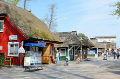 Promenade im Ostseebad Prerow - Geschäfte mit Andenken / Souvenirs - Imbiss und Restaurants.