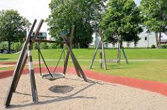 Kinderspielplatz - Neubauquartier, sogen. Marina auf der Schlossinsel im Harburger Hafen.