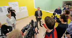 Vorstellung des neuen Ankuftszentrum für Flüchtlinge in Hamburg Rahlstedt durch den Innensenator Andy Grote.