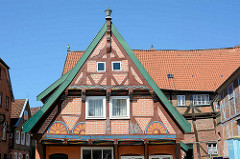 Restaurierter Giebel vom Mensingsches Haus in Lauenburg - ältestes Bürgerhaus der Stadt, erbaut 1531.