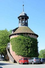 Historischer Wehrturm auf dem Schlossberg von Lauenburg - erbaut 1477.