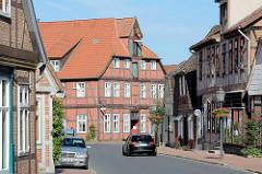 Historische Architektur in Bleckede; mehrstöckiges Speichergebäude / Wohnhaus.
