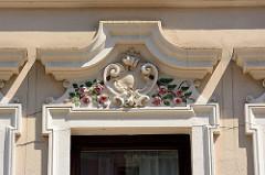 Florale Fassadendekoration / Jugendsti in der Bansenstraße von Hamburg Heimfeld.