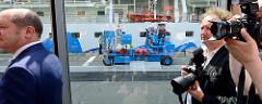 Einweihung der Landstromanlage am Kreuzfahrtterminal Hamburg Altona. Die Landstromanlage Altona besteht aus einer Umformerstation, Leitungen und einem Kabelkanal für die Energiekette auf der Kaianlage sowie einer mobilen Übergabeeinrichtung. Der aus