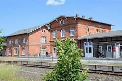 Empfangsgebäude vom Bahnhof Mölln / Lauenburg - erbaut 1899; preußische Ziegelarchitektur.