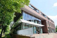 Modernes Geschäftshaus - Neubau an der Hauptstraße von Wentorf bei Hamburg.