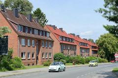 Schlichte Wohnblocks mit ausgebautem Dach / Dachwohnungen im Reinbeker Weg von Wentorf bei Hamburg.