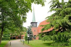 Evangelische Segenskirche / Gemeindehaus in Barsbüttel - erbaut 1954; Architektur der 1960er Jahre.