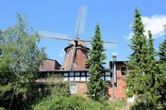 Historische Windmühle in Lauenburg, erbaut - jetzt Mühlenmuseum, Restaurant + Hotel.