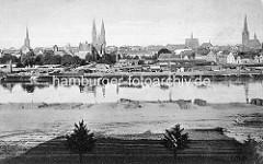 Historische Abbildung der Kanaltrave - Gewerbe und Kleinindustrie am Kanalufer - Panorama der Hansestadt Lübeck / Kirchtürme.