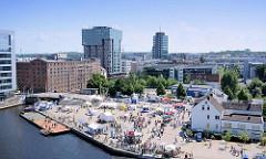 Luftaufnahme vom Binnenhafen in Hamburg Harburg - Blick auf den Kanalplatz und die Gebäude am Westlichen Bahnhofskanal.