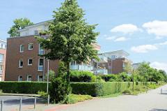 Moderne mehrstöckige Wohnhäuser beim Casino Park in Wentorf.