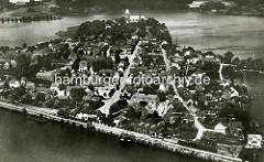 Historische Luftaufnahme von Ratzeburg, Kreis Herzogtum Lauenburg - im Hintergrund der Ratzeburger Dom.