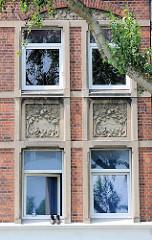 Jugendstilwohnblock / Eckgebäude in Hamburg Wilhelmsburg; Restbestand von im Krieg zerbombten Wohnbebauung.