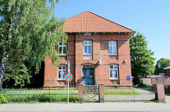 Ehem. St. Annen Hospital im Glusinger Weg, Lauenburg / Elbe; zweigeschossiger Backsteinbau, erbaut 1904.